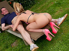 Pretty Carmel Anderson likes to fuck outdoors more than anything